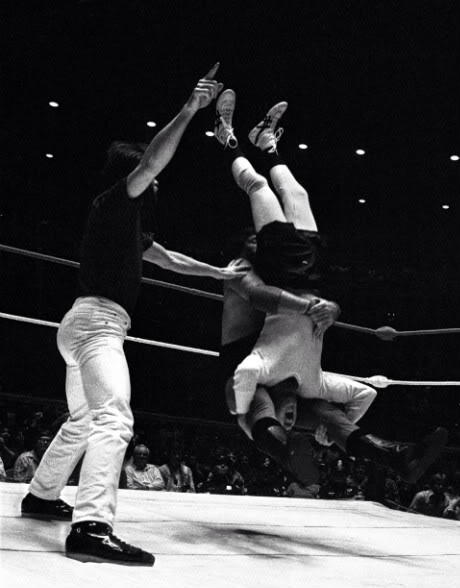 Jerry The King Lawler delivering a piledriver to Andy Kaufman
